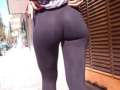 Wow amazing booty on the streets flashin big nipples