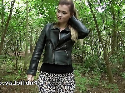 Pretty blonde fucks till facial outdoor